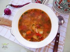 Ciorba de dovlecei2 Diet Recipes, Cooking Recipes, Cheeseburger Chowder, Food And Drink, Healthy Eating, Ethnic Recipes, Soups, Romania, Travel