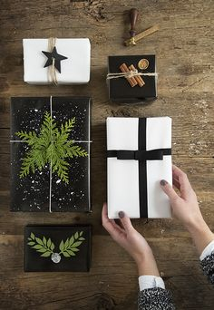 Its christmas time and gifting time! Use these thirty creative gift wrapping ideas for your gifts these holidays. Noel Christmas, Winter Christmas, All Things Christmas, Christmas Crafts, Cheap Christmas, Christmas Presents For Parents, Black Christmas Decorations, Christmas Presents For Men, Natural Christmas