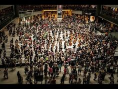 "Hong Kong Festival Orchestra Flash Mob 2013: Beethoven's ""Ode to Joy"" 香港節慶管弦樂團2013快閃:貝多芬《快樂頌》 - YouTube"