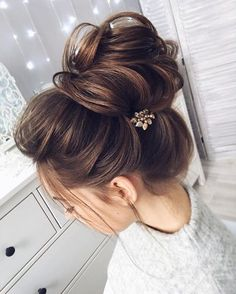 Chic messy bun with straight hair | bun hairstyle for straight hair - These stunning updos for medium length hair are perfect for