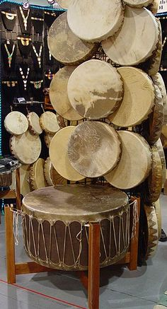Mark Barfoot Native American Drums at Denver Indian Market Native American Tools, Native American Beauty, American Indian Art, Native American Indians, Frame Drum, Hand Drum, Music X, Gypsy Living, Mexican Designs