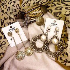 brincos e pulseiras