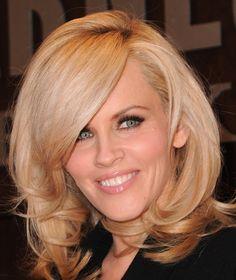 Jenny McCarthy ~~ Hair looks effortless Medium Hair Cuts, Long Hair Cuts, Medium Hair Styles, Short Hair Styles, Short Hair Blond, Blonde Wavy Hair, Thick Hair, Cheap Human Hair, 100 Human Hair