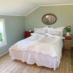 @maylene.johansen Living Room Tv, Wall, Furniture, Nye, Home Decor, Robin, Lisa, Beauty, Pintura