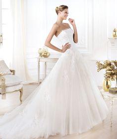 Wedding dress. Leonie model. Glamour 2014. Pronovias 2014. Collection Strapless neckline. Romantic b