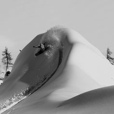 Cutback on a big snow wave. Surfing in the snow Freeride Snowboard, Craig Kelly, Big Wave Surfing, Snow Activities, Snow Fun, Snow Skiing, Wakeboarding, Extreme Sports, Winter Sports
