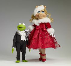 Miss Piggy in a christmas 'winter wonderland' pose