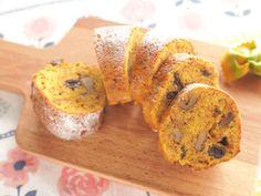 アーモンドプードルを入れるからしっとり。オレンジピール(又はレモン皮)が美味しさの秘訣!甘さ控えめなので朝食にもぴったりです♪ スケール(量り)不要のレシピです。