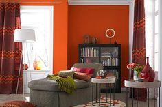 30 Wohnideen mit farbigen Wänden: Farbige Wand in leuchtendem Orange | LIVING AT HOME