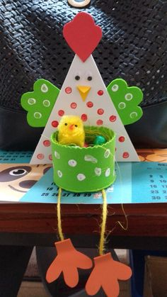 art for toddlers Easter Arts And Crafts, Spring Crafts For Kids, Easter Crafts For Kids, Toddler Crafts, Preschool Crafts, Art For Kids, Diy And Crafts, Paper Crafts, Chicken Crafts