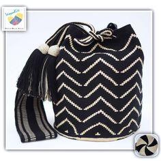 12 отметок «Нравится», 1 комментариев — Wayuu Bags &Bikini etc. (@wayuukiss) в Instagram: «Wayuu bag one strand รุ่น Premium quality ⭕️Sold out⭕️ •ฐาน 9นิ้ว สูง 10นิ้ว •สายยาว 100 cm. •ฟรี…» Tapestry Bag, Tapestry Crochet, Crochet Bags, Crochet Accessories, Bucket Bag, Backpacks, Handbags, Knitting, Fashion