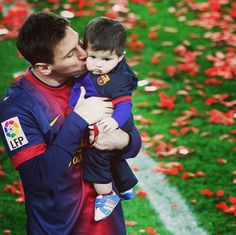 Leo Messi and Thiago. Messi Son, Neymar Jr, Lionel Messi, World Best Football Player, Good Soccer Players, Football Players, God Of Football, National Football Teams, Barca Team
