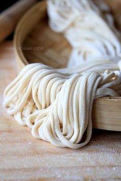 Homemade Noodles Handmade noodles-- use water and skip egg to make this healthy noodle vegan friendly Handmade Noodle Recipe, Chinese Noodle Recipes, Asia Food, Do It Yourself Food, Homemade Pasta, Homemade Spaghetti Noodles, Asian Cooking, Basic Chinese, Chinese Style