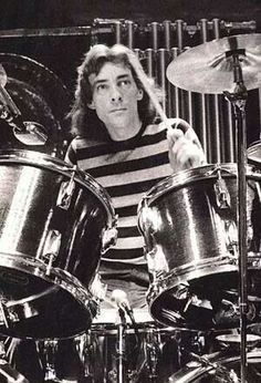 You are soOoOoO AWESUM(x100) Neil Peart!!!!!!!!!!!!!!!! You are a good drum player