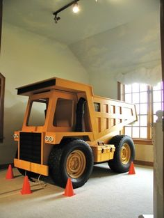 Maddux would love this bed! Maybe he would stay in bed with this one! dump truck bed - seriously this must be pinned! Tractor Bed, Construction Bedroom, Dump Truck, Cool Beds, Kid Beds, Bunk Beds, Kid Spaces, Home Interior, Kids Bedroom