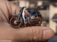 The Amazing Miniature World of Satoshi Araki Honda Cub, Honda Motorcycles, Cars And Motorcycles, Miniatur Motor, Motor Scooters, Motorcycle Engine, Mini Bike, Cool Bikes, Plastic Models