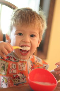 Encouraging Independence: Eating with a Spoon - I Can Teach My Child!