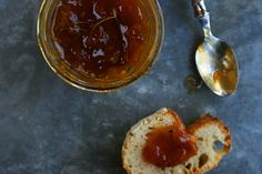 Confiture d'abricors roties au romarn