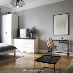 Wohn- und Schlafbereich mit Laptoptisch - modernes und wohnliches Raumstyling! #roomido Mehr auf roomido.com One Room Flat, Hamburger, Designer, Interior Design, Bedroom, Blog, Inspiration, Bed Room, Living Room