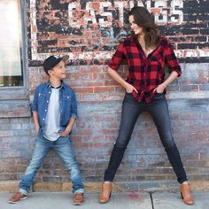 We're plaid about this buffalo check Peyton Jensen Leigh Buffalo Plaid Shirt. Family Portrait Poses, Family Picture Poses, Family Picture Outfits, Large Family Poses, Family Posing, Family Pics, Mother Baby Photography, Toddler Photography, Family Photography