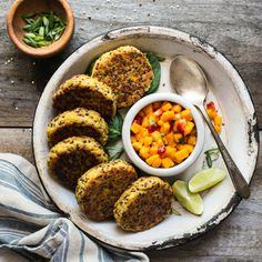 Healthy Quinoa Cakes with Chickpeas and Mango Salsa - these protein packed cakes are great as an appetizer or a meal!
