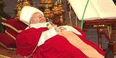 Papa Giovanni Paolo II muore il 2 aprile 2005 all'età di 84 anni alle ore 21:37 dopo due giorni dal peggioramento del suo stato di salute a causa di un'infezione dell'apparato urinario.