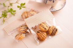 小さなクッキーがいくつか入ったプレゼントは、さりげなく手渡すだけで、ちょっとした日ごろの感謝を伝えられる便利なコミュニケーションツールです。お菓子の中でも、クッキーは比較的手作りしやすいスイーツなので、お菓子作りに馴染みがない人も簡単なレシピから挑戦してみてくださいね。ラッピングを施せば、世界に一つのプレゼントの完成です♪