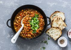 Beyond bread and beans: Getting enough fiber when you have a food intolerance - The Washington Post Vegetarian Crockpot Recipes, Chili Recipes, Slow Cooker Recipes, Slow Cooker Spaghetti, Slow Cooker Chicken Thighs, Veggie Chili, Slow Cooker Chili, Food Intolerance, Stuffed Peppers