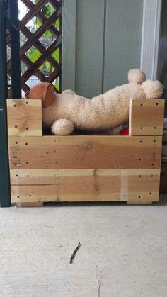 Pallet dog toy box