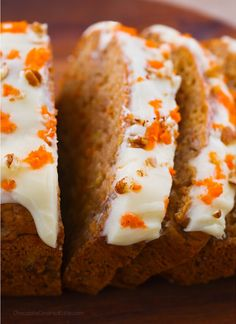 Deliciously soft and moist homemade carrot cake banana bread, perfect for breakfast or a healthy dessert! This healthy carrot cake banana bread recipe can be: Vegan Oil Free Gluten Free… Banana Cake Recipe Best, Carrot Banana Cake, Homemade Carrot Cake, Healthy Carrot Cakes, Chocolate Banana Bread, Chocolate Covered Bananas, Homemade Frosting, Cake Recipes With Oil, Dog Cake Recipes