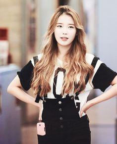 IU's dashing hair colour