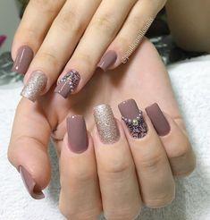 Que delicadeza gente 😊!!! . . #paulacamilonails #fibradevidro #nailart #lovenails #nails #beauty #unhas #gliter #unhadegel #unhadasemana…