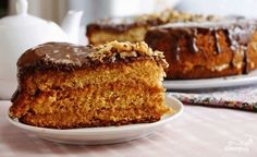 Honey Walnut Cake with Dulche de Leche Russian Desserts, Russian Recipes, Sweet Recipes, Cake Recipes, Dessert Recipes, Kolaci I Torte, Easy Banana Bread, Honey Cake, Biscuit Cake