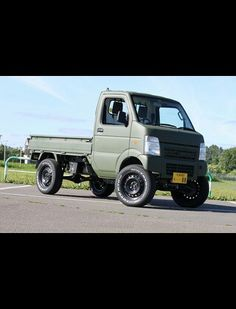japanese mini truck Mini Trucks, 4x4 Trucks, Cool Trucks, Mini 4x4, Suzuki Carry, Kei Car, Bug Out Vehicle, Mini Camper, Panel Truck