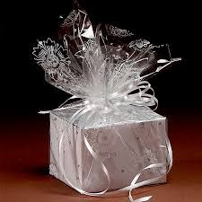 Gift Wrapping Bows, Gift Wraping, Creative Gift Wrapping, Christmas Gift Wrapping, Wrapping Ideas, Cellophane Gift Bags, Cellophane Wrap, Gift Wrap Box, Diy Gift Box