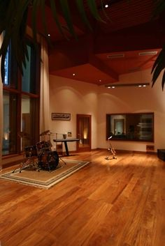 Reuel Studios (Rio de Janeiro, Brazil) Music Studio Room, Studio Desk, Studio Setup, Band Rooms, Rehearsal Studios, Rehearsal Room, Studio Layout, Studio Build, Recording Studio Design