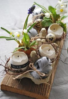 (Mom's stuff) - M Frohe Ostern! (mamas kram) Wonderful easter decor with eggs and feathers! DIY upcycle egg boxes /// Great Easter decoration to make yourself. Easter Table Settings, Setting Table, Deco Floral, Art Floral, Easter Brunch, Easter Dinner, Easter Party, Spring Crafts, Holiday Crafts