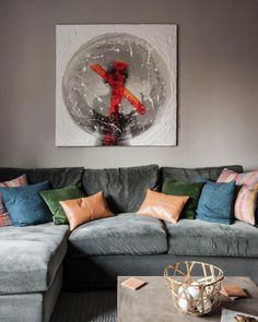 Designers selected large-scale modern art to balance out the dramatic built-in and give a gallery feel to the space.