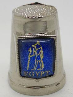 Dedal de metal con motivos egipcios de Ptah.