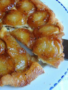 Tarte Tatin – en fransk æbletærte til din eftermiddagskaffe. Cake Cookies, How To Make Cake, Chicken Wings, Sweet Tooth, French Toast, Food And Drink, Yummy Food, Sweets, Baking