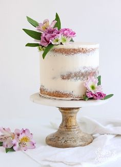 Wedding Cake Recipes Learn how easy it is to create a semi naked cake with this flawless buttercream recipe and the right tools. Then get my favorite ideas for decorating the finished cake for rustic and minimalist looks. Mini Cakes, Cupcake Cakes, Bolo Nacked, Bolos Naked Cake, Nake Cake, Buttercream Recipe, Salty Cake, Cake Trends, Rustic Cake