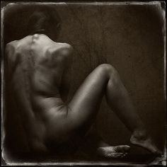 ... leaning softly out   Photo © Vernon Trent