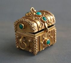 Vintage 18k Etruscan Treasure Chest Charm Pendant