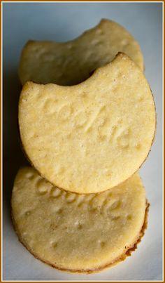 DONNA CARAMELLA: Gevulde koekjes met chocoladehttp://donnacaramella.blogspot.be/2014/02/gevulde-koekjes-met-chocolade.html