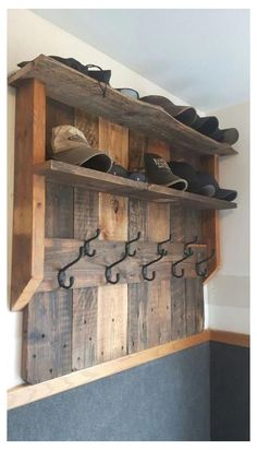 8 clever ideas: Woodworking projects Diy woodworking tools for beginners … - wood projects projects diy projects for beginners projects ideas projects plans Wooden Pallet Projects, Woodworking Projects Diy, Woodworking Plans, Woodworking Videos, Palet Projects, Barn Board Projects, Cool Wood Projects, Pallet Crafts, Home Decor Ideas