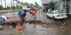 Arreglan calles y retiran azolve de canales en colonias del municipio
