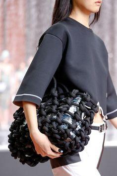 Kenzo Spring 2014 RTW - Details - Fashion Week - Runway, Fashion Shows and Collections - Vogue multi-knot bag! Neoprene Fashion, Ethno Style, Unique Bags, Casual Bags, Knitted Bags, Minimal Fashion, Handmade Bags, Fashion Handbags, Kenzo