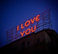 Do meu coração para os letreiros do mundo,e nem assim é o suficiente pra te mostrar o quanto amo você BB ❤ (j.c.)