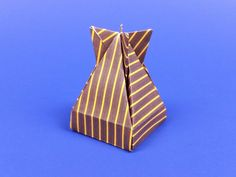 Origami Dropbox tutorial. A wonderful origami box model created by José Meeusen. #origami