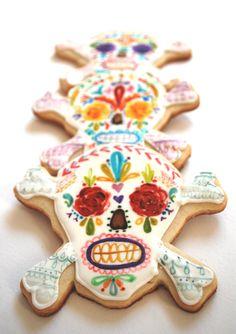 Watercolor painted sugar skull sugar cookies, by Sogi's Honey Bakeshop in Red Hook Fancy Cookies, Royal Icing Cookies, Sugar Cookies, Iced Cookies, Halloween Cookies, Halloween Skull, Bloody Halloween, Sugar Skull Art, Sugar Skulls